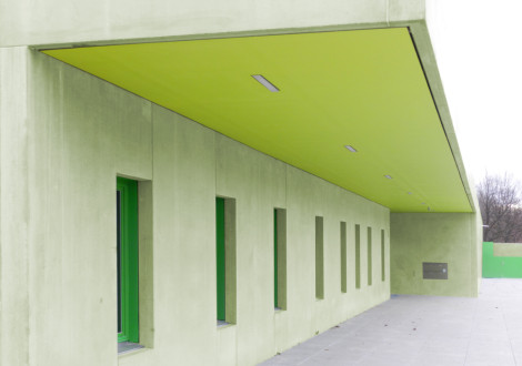 Betonfertigteile grün eingefärbt