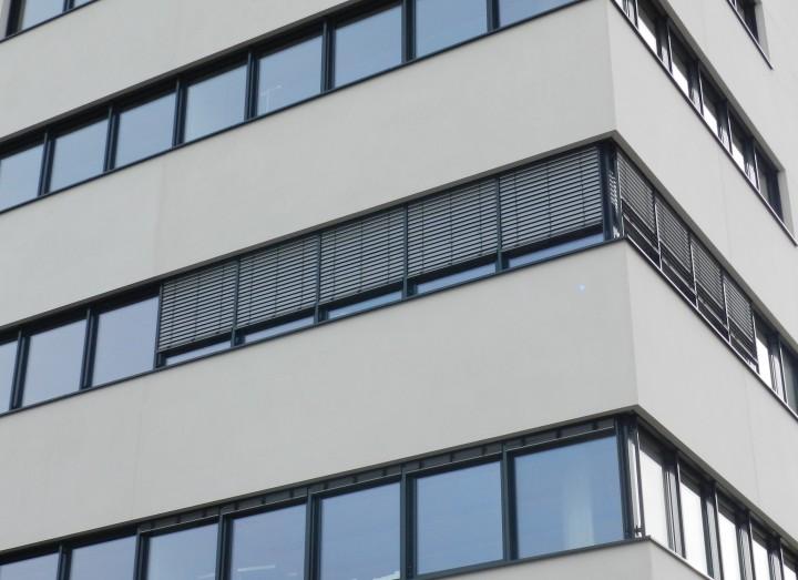 FABRINO Betonfassade gesäuert Firmenzentrale Mikroauswaschgel 5