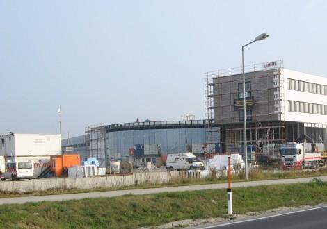 Produktionshalle und Lagerfläche mit High Grade Bewehrung (1)