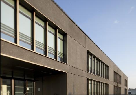 FABRINO Realschule Betonfassade Farbe Oberflächenschutz Waschlack 1
